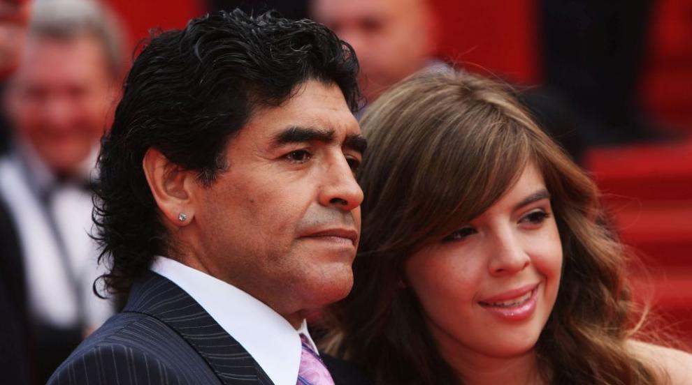 Дъщерята на Марадона със сърцераздирателно послание към баща си