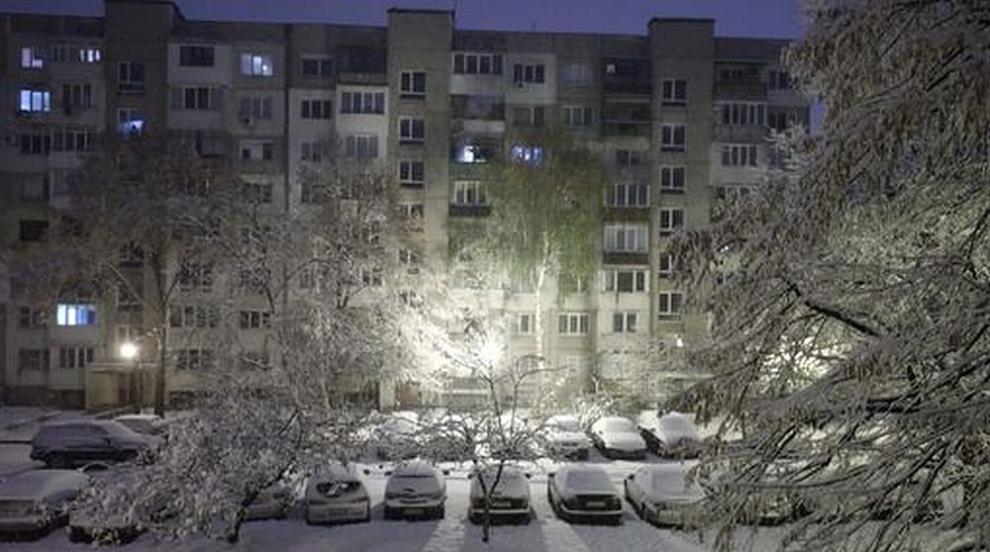 България се събуди в сняг (СНИМКИ)