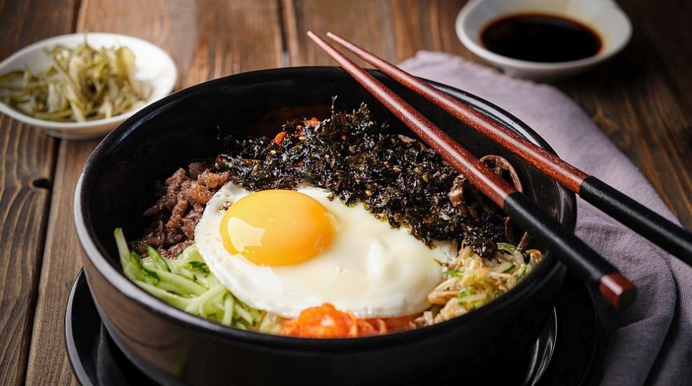 Бибимбап - вкусно ястие от корейската кухня (ВИДЕО)