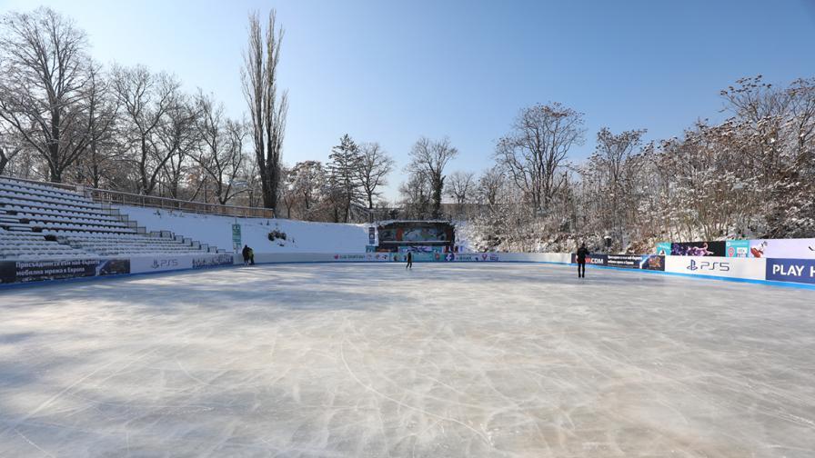 """Ледената пързалка на стадион """"Юнак"""" отвори..."""