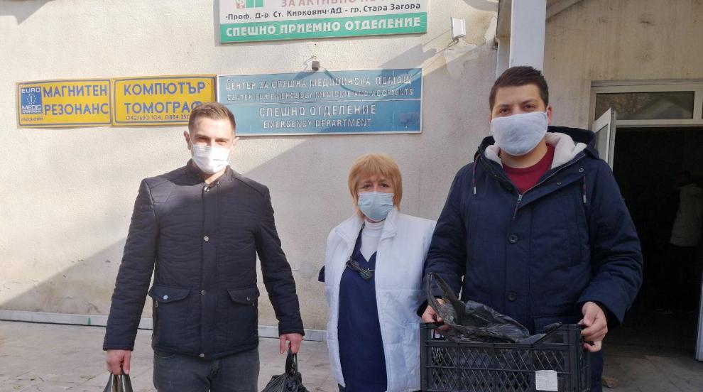 Топла храна за медиците доставиха младежи от ГЕРБ...