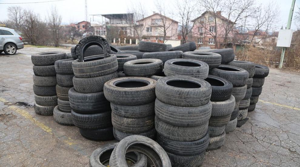 Събират стари автомобилни гуми в София