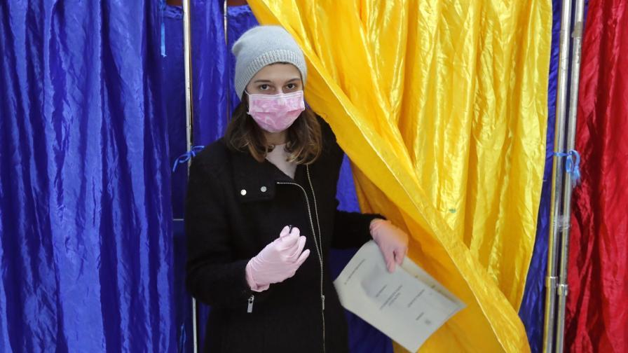 <p>Оспорвани избори в Румъния, управляващи и опозиция с равен резултат</p>