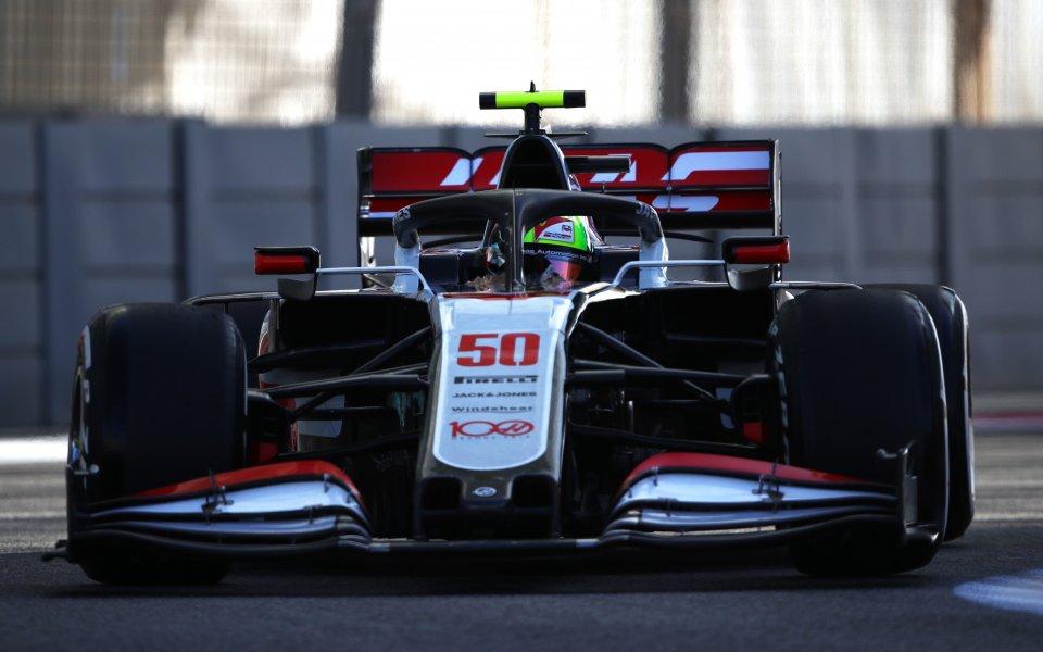 Първата свободна тренировка бе много специална за F1. Дебют направи
