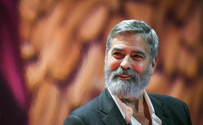 Защо Джордж Клуни не е излизал навън от март месец