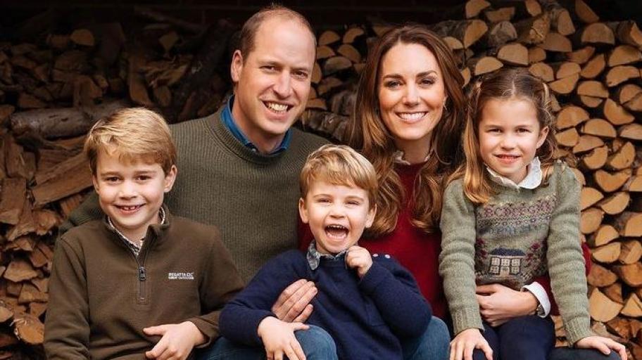 Коледната картичка на Уилям, Кейт и децата е тук и е вълшебна!