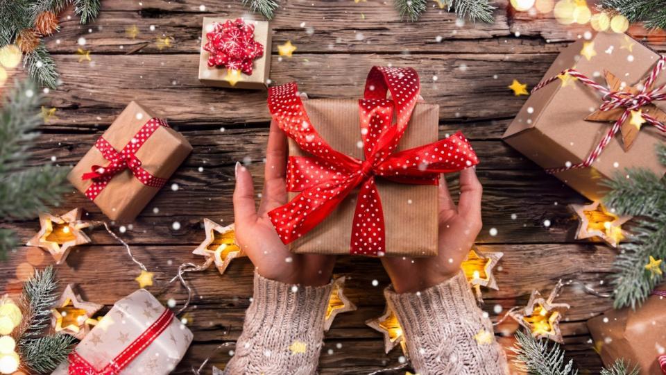 Коледа подарък подаръци