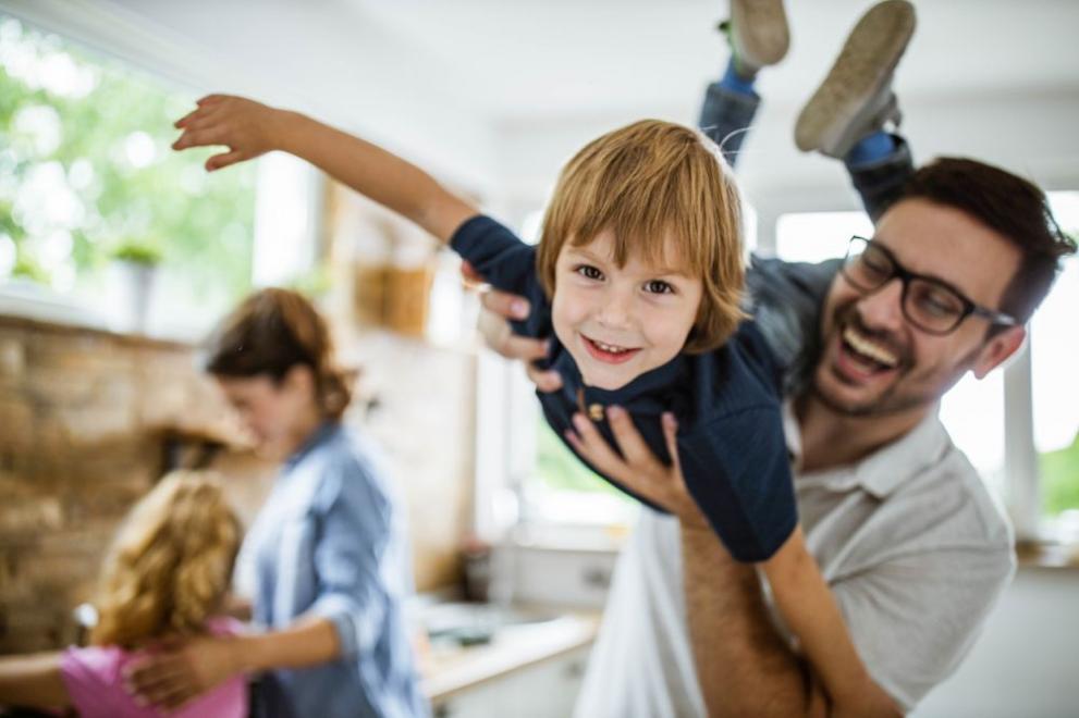 """7 януари. Коя дума започва с това число? Точно така, думата """"семейство""""! Тя е тази, която трябва да посвети целия ден. Помислете за родителите си, купувайте им подаръци. Можете да направите нещо около къщата, но със сигурност с радост и ентусиазъм."""