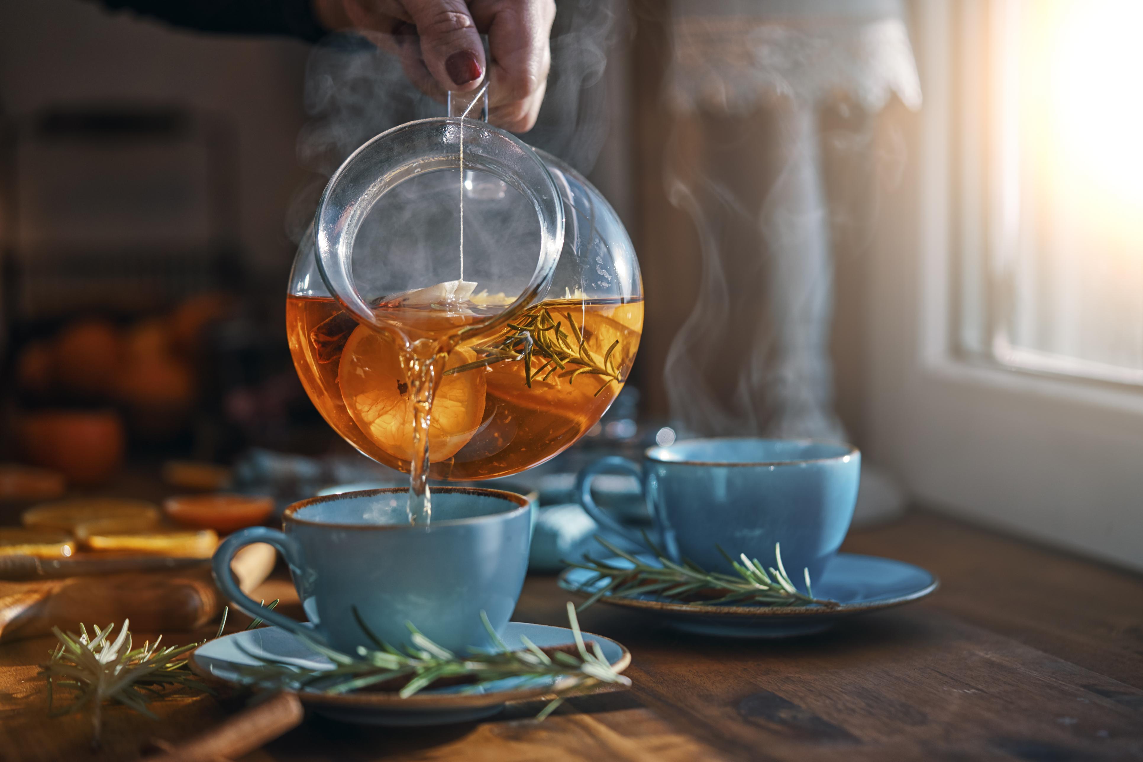 <p><strong>Ще приемете повече фитонутриенти</strong></p>  <p>Чаят е пълен с хранителни вещества, които не можете да си набавите с други напитки. Фитонутриентите са обичайни растителни хранителни вещества, които подпомагат човешкото здраве по много различни начини. Те действат като антиоксиданти, помагат срещу алергии, намаляват риска от някои видове рак.</p>