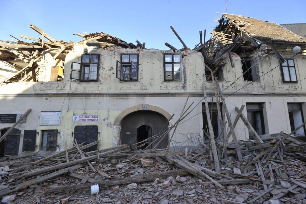 Много разрушения донесе днешният земетръс в Хърватия, две са жертвите на стихията