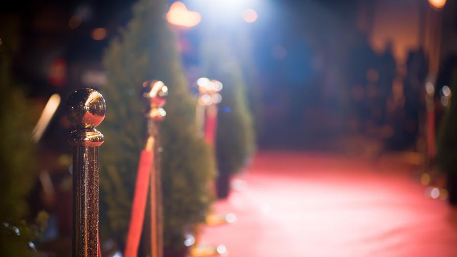 Холивуд спира да снима филми заради коронавируса