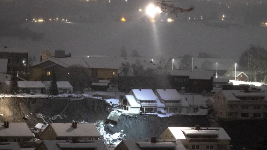 <p>Издирват&nbsp;10 изчезнали при огромното свлачище в Норвегия</p>