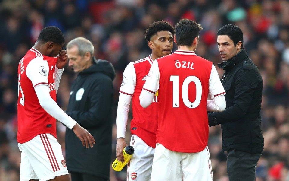 Бъдещето на плеймейкъра на Арсенал Месут Йозил ще стане ясно