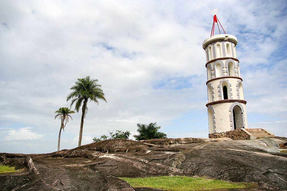 Дяволският остров е един от трите острова на границата между Атлантическия океан и Карибско море и е част от територията на френска Гвиана.