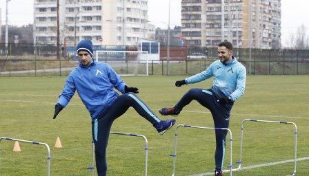 Боби и Ради Цоневи впечатляват с физика след здрави тренировки във фитнеса