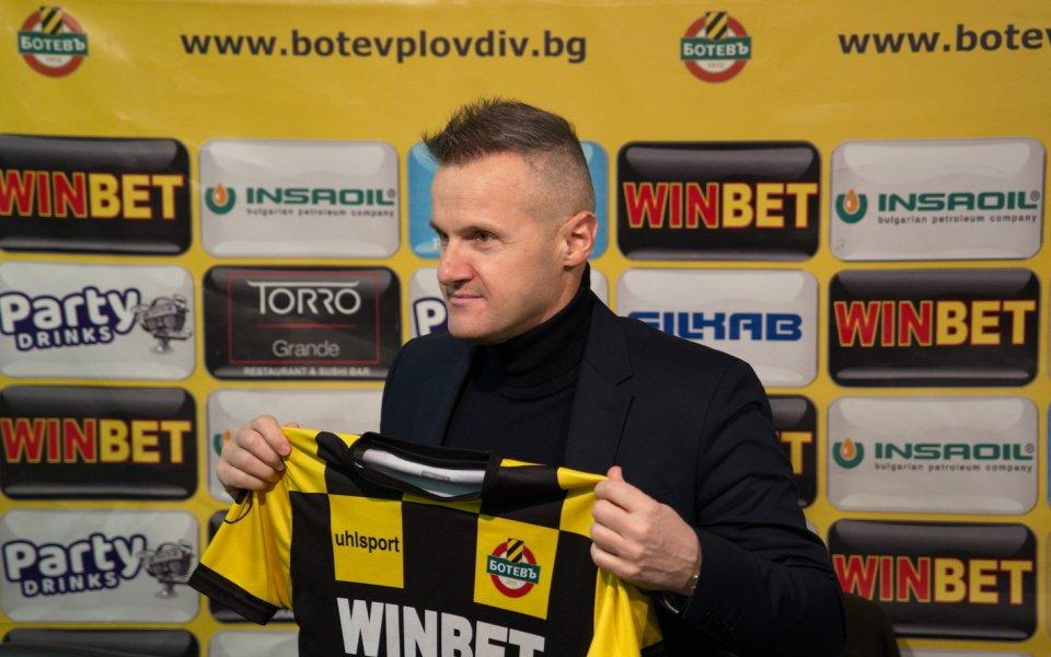 Новият треньор на БотевПловдив -Азрудин Валентич, направи днес първа тренировка