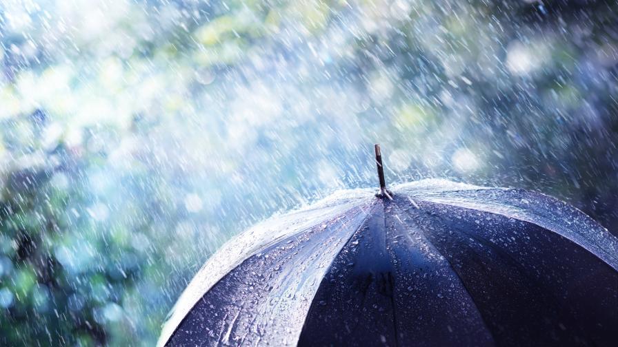 Опасно време и днес, оранжев и жълт код за валежи в 22 области