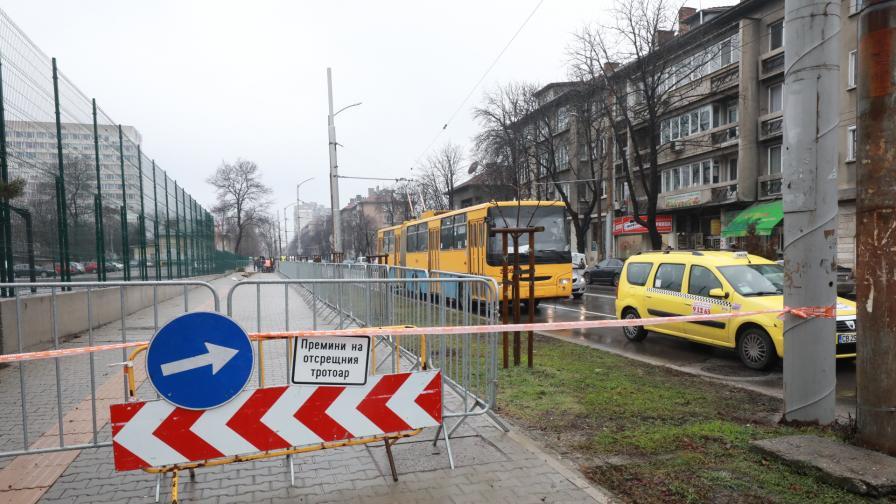 Тротоар пропадна пред Медицинската академия