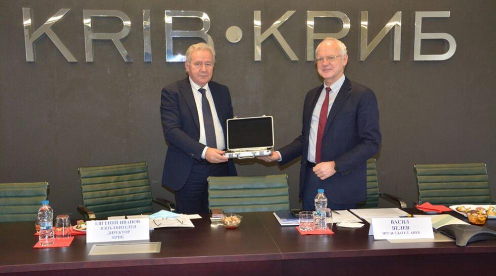 КРИБ предаде на АИКБ ротационното председателство...