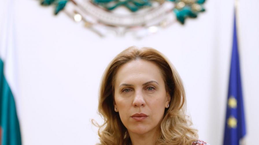 """Николова: България подкрепя """"зелени коридори"""" за пътувания"""