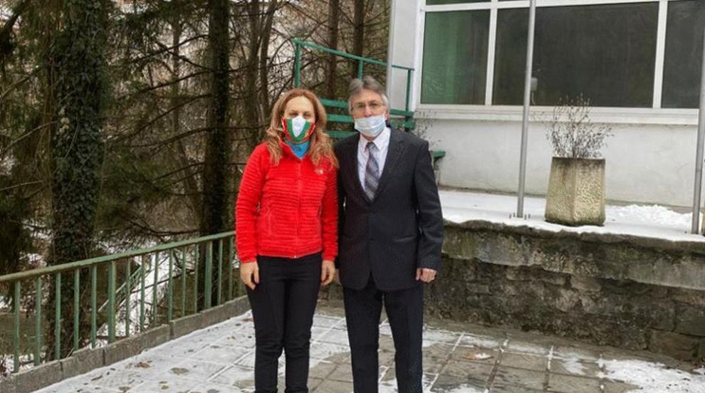 Николова обсъди развитието на местния туризъм с кмета на Нареченски бани