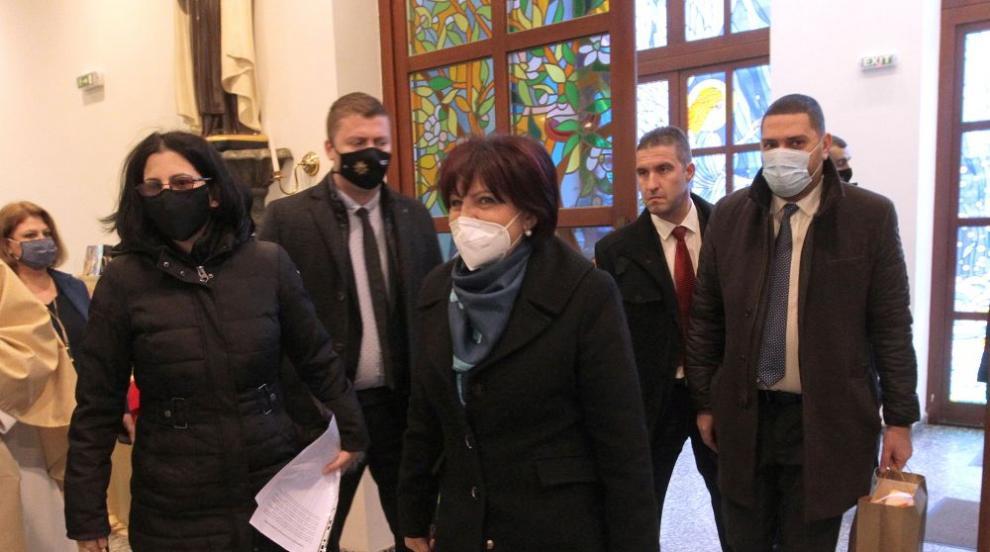 Караянчева: Радев смени датата на изборите, за да...