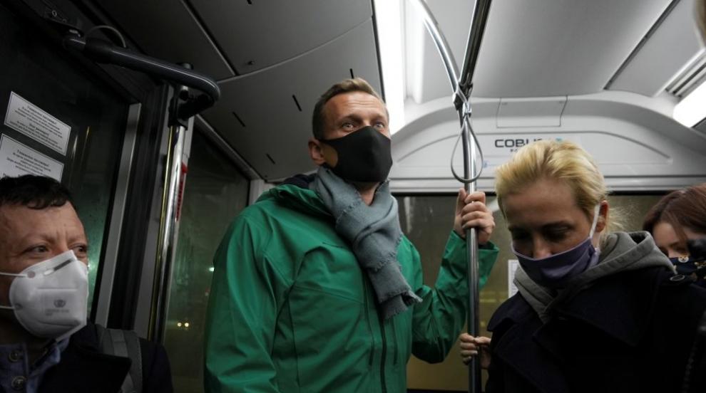 Опозиционерът Навални бе задържан на летището в...