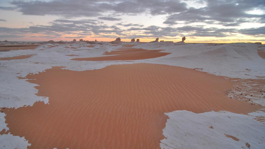 Януари донесе сняг в Сахара