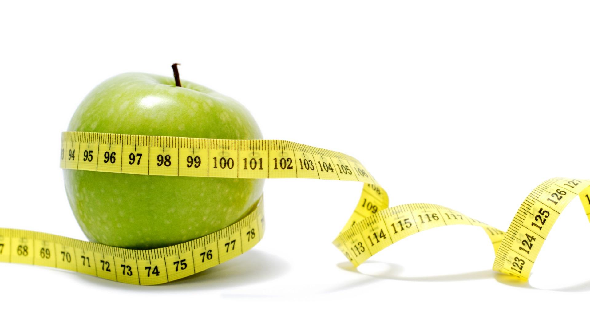 <p><strong>Може да напълнеете</strong></p>  <p>Тъй като ябълките са пълни със здравословни въглехидрати, които дават на организма ни горивото, от което се нуждае, за да се движи, много здравни експерти ги препоръчват. Когато обаче имаме повече от една или две на ден, това може да ни накара да наддадем килограми. Това е така, защото тялото първо изгаря въглехидратите, така че яденето на твърде много ябълки може да попречи на тялото ви да изгаря мазнините и така да отслабвате.</p>
