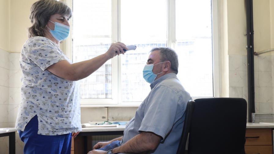 Ангел Кунчев се имунизира срещу COVID-19