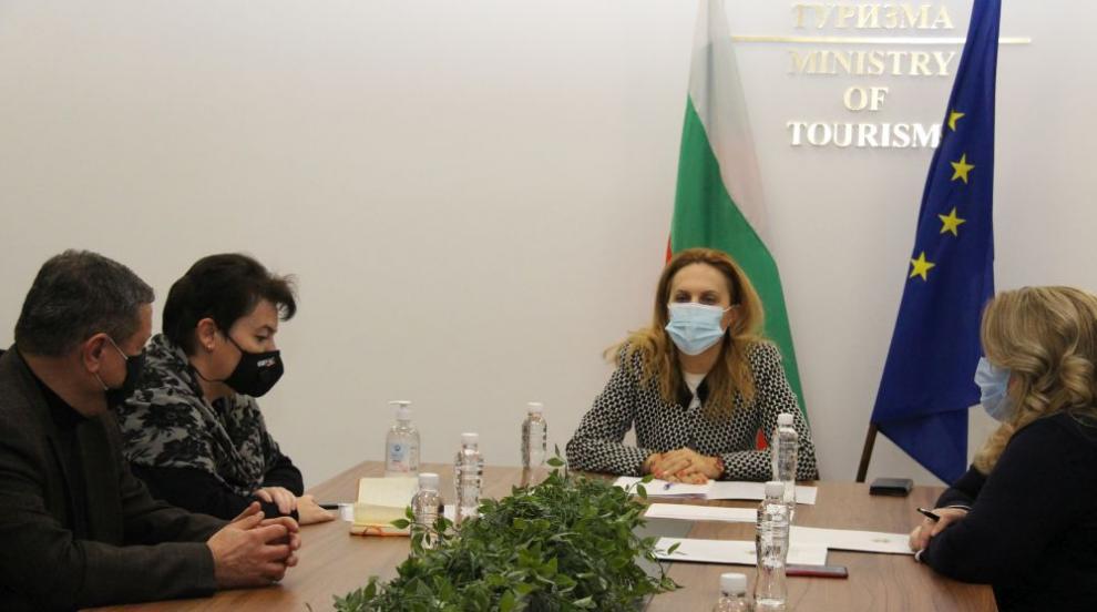 Николова проведе работна среща с Обединение