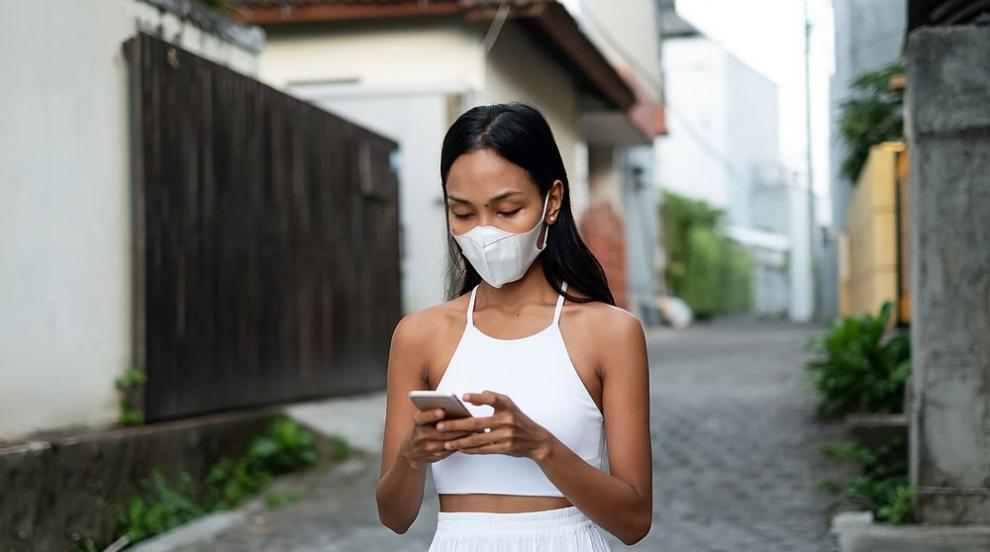 Чужденци, хванати без маски на Бали, са наказани с лицеви опори (СНИМКИ)