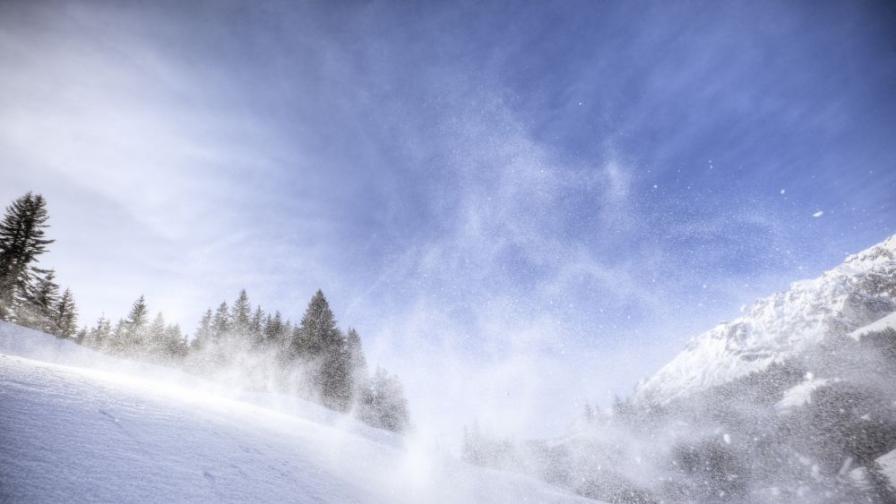 Опасно силен вятър, идва захлаждане и сняг - ето кога