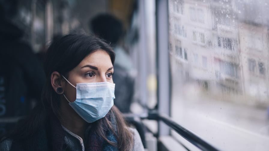 Да носим ли две маски, вместо една - отговорът на експертите