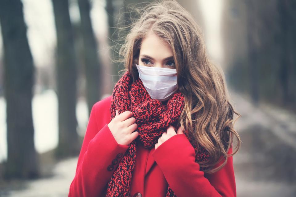жена с маска зима коронавирус