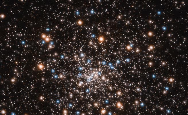 Астрономи откриха рядко групиране на черни дупки