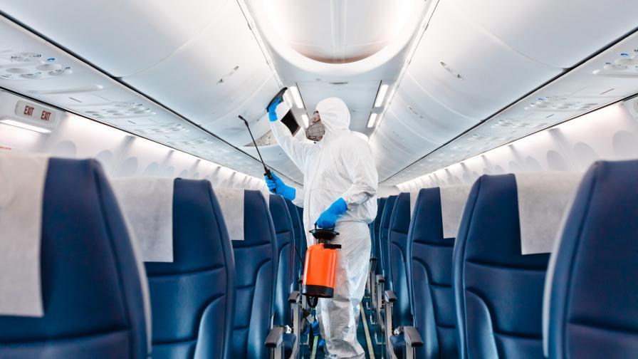 Глобиха пътник с $10,5 хил., издухал носа си на борда на самолет