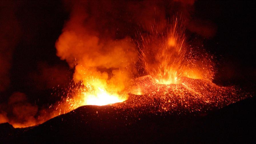 Вулканът Етна отново изригна зрелищно