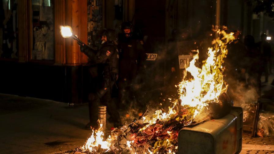Сблъсъци и огнени барикади в Испания заради арест на рапър