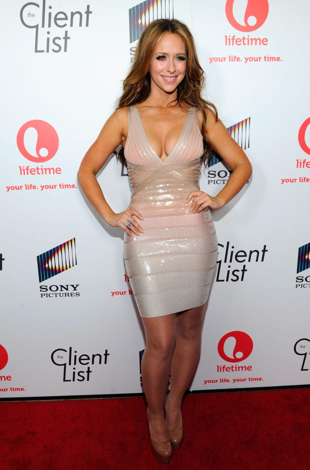 Дженифър Лав Хюит неведнъж е изтъквала, че гърдите й са най-голямото й преимущество и дори имаше намерение да ги застрахова за 5 млн. долара.