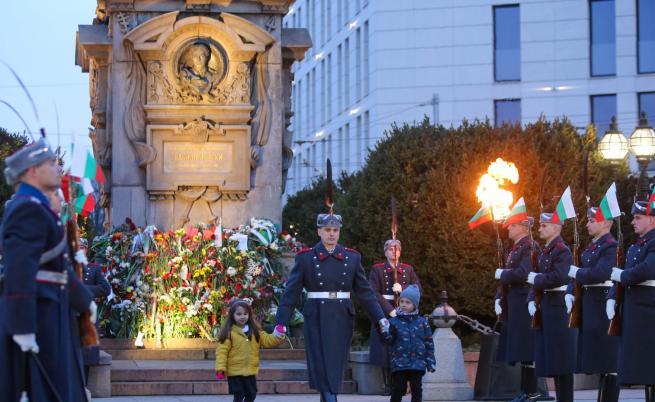 Церемонията в памет на Левски събра стотици