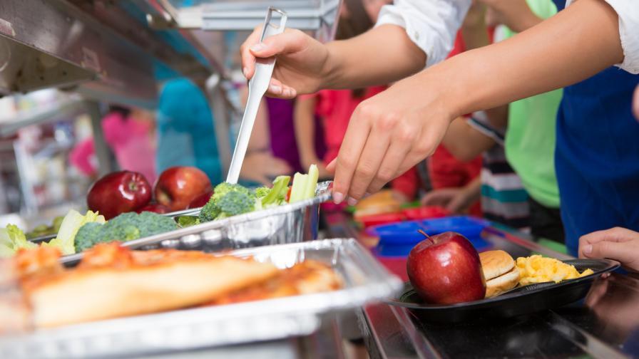 Скандал във Франция: Да има ли месо в училищните столове