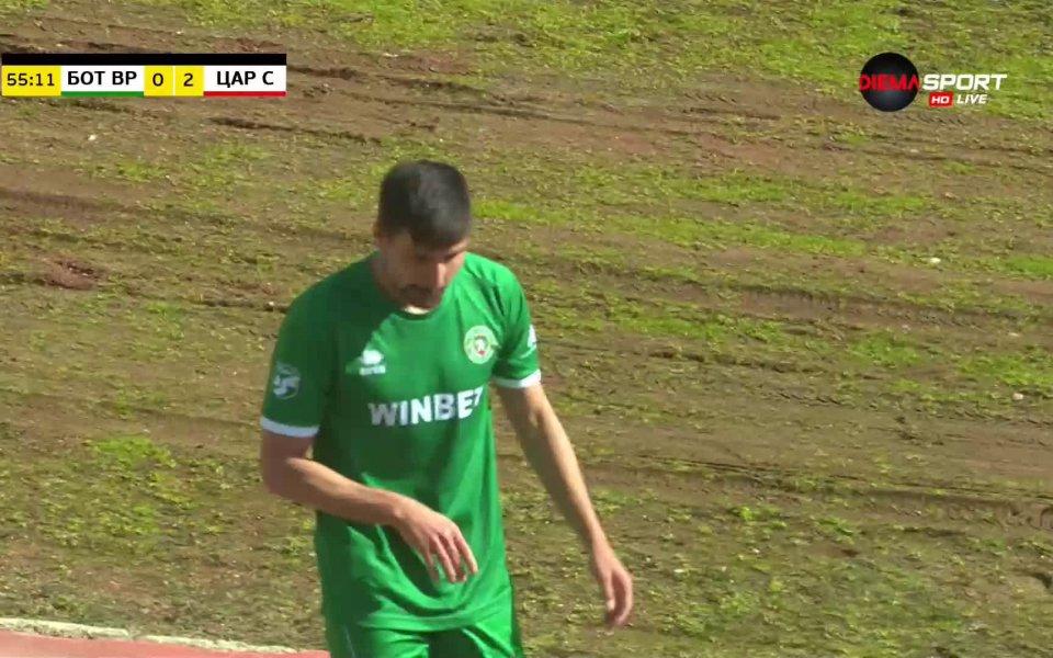 Илия Миланов получи червен картон след необмислено влизане в краката