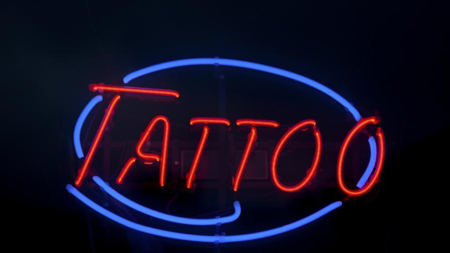 Учени направиха светеща татуировка, която се изключва