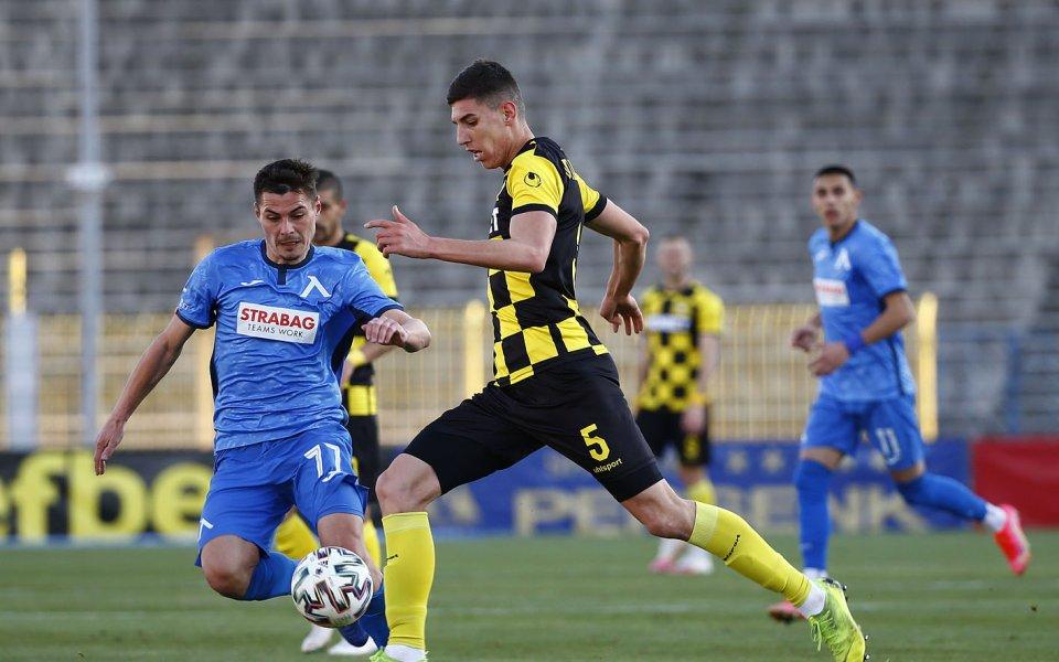 Отборите на Левски и Ботев Пловдив играят при резултат1:1в мач