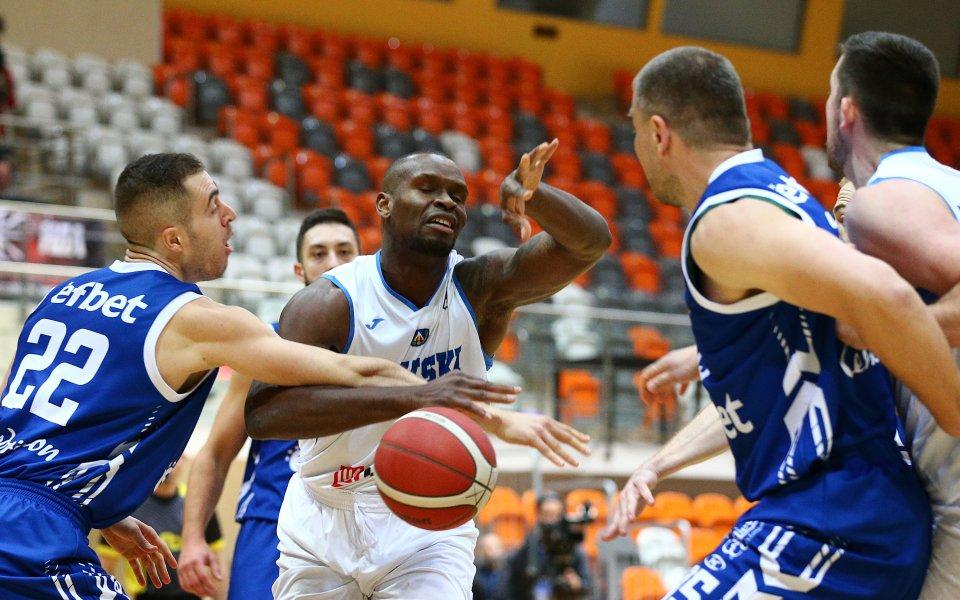 Левски Лукойл е на полуфиналите след лесна победа срещу Спартак