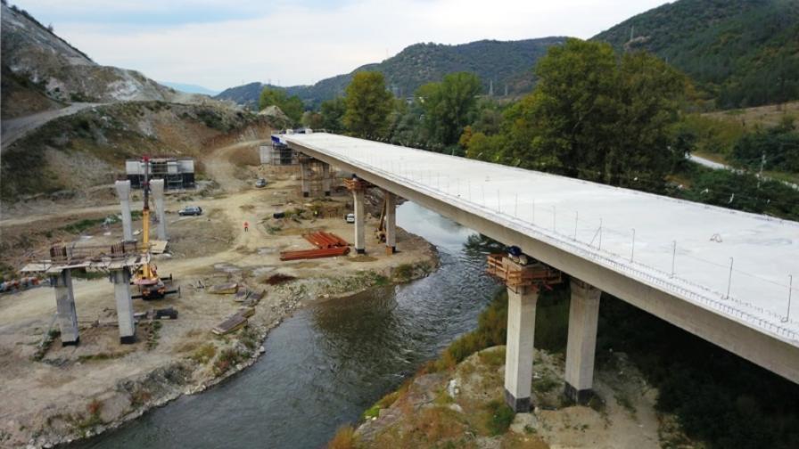 """Мост с тегло 15 000 тона на магистрала """"Струма"""" се строи по уникална технология"""