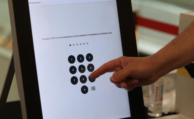 Машините за гласуване в чужбина тръгват като дипломатическо карго