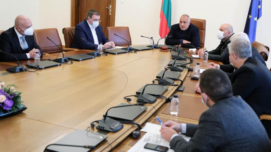 Борисов: Очакваме 700 000 дози до края на април