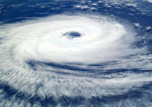 Циклон прекъсна електричеството на 31 500 души в Австралия